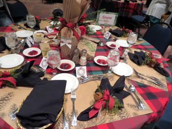 Final dinner table set