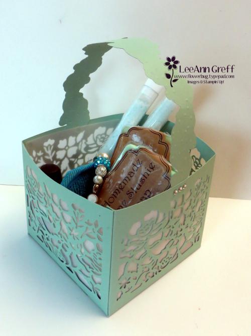 Detailed Floral Thinlits spa basket